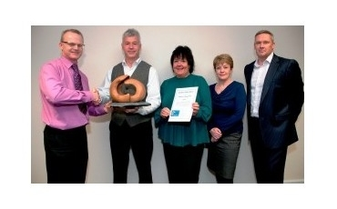 Dr Russell Muirhead presenting the award to the Urgent Care Centre at Leighton Hospital, Crewe